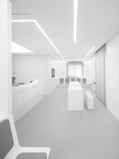 White-Space-orthodontic-clinic-by-Bureauhub_dezeen_5