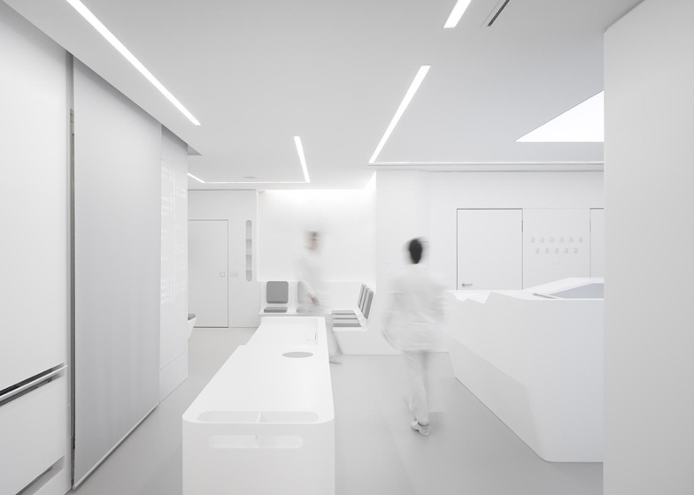 White-Space-orthodontic-clinic-by-Bureauhub_dezeen_ss_1