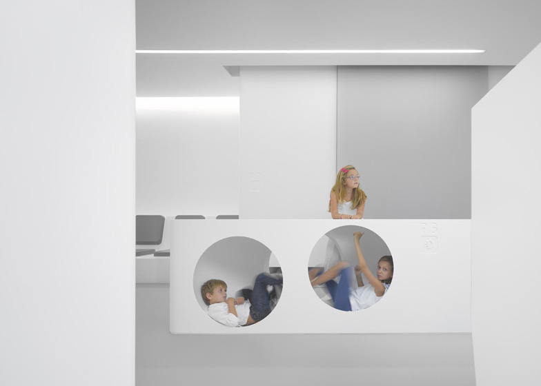 White-Space-orthodontic-clinic-by-Bureauhub_dezeen_ss_4