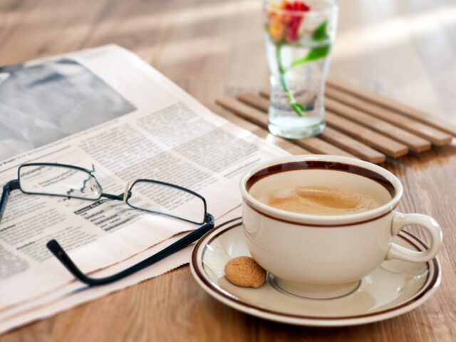 //www.medconstructor.org/wp-content/uploads/2020/08/Still-life-wooden-table-glasses-newspaper-coffee_2560x1600-640x480.jpg